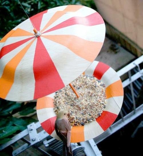 vogelfutterhaus selber bauen rot weiß orange