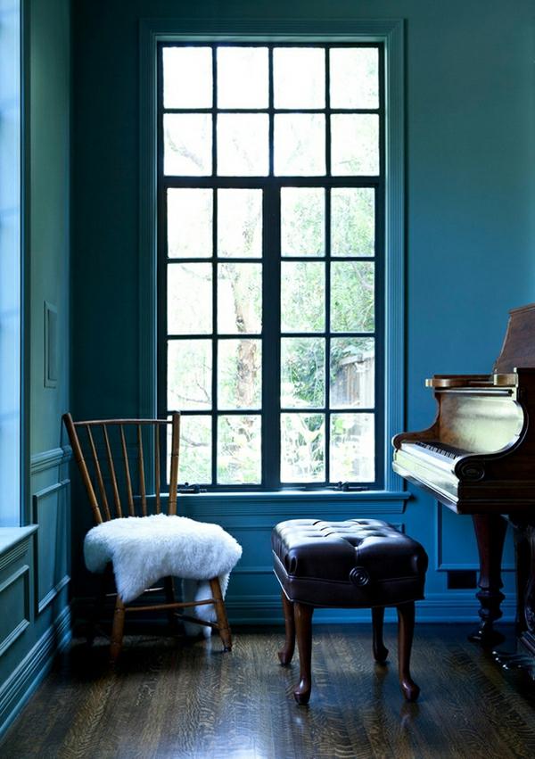 wohnung verschönern blaue wände lammfell