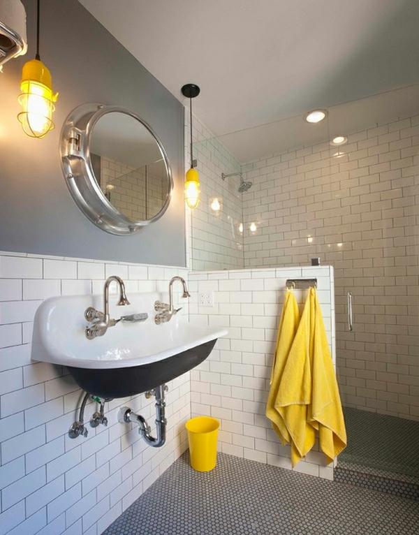 wohnung verschönern weiße wandfliesen bad gelbe tücher