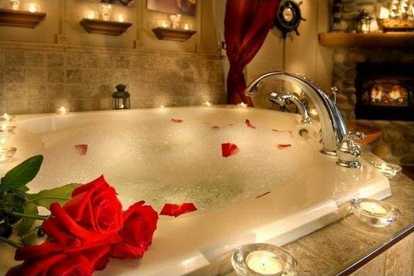 Badeinrichtung mit Stil rosablüten blüten rose rot badewanne