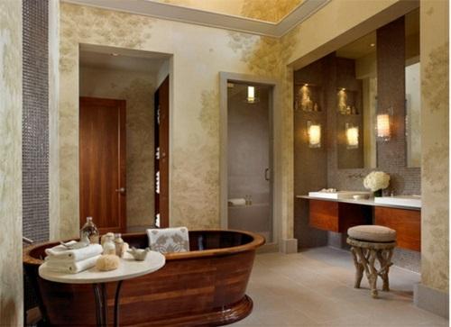 Badezimmer mit Badewannen aus Holz glanz