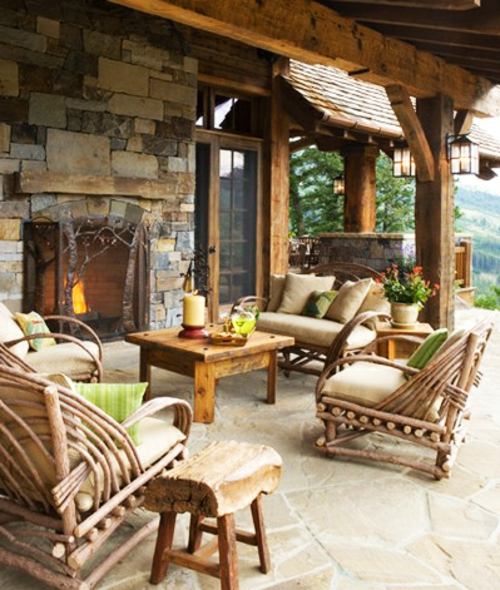 veranda mit Naturstein gestalten garten holz möbel stangen