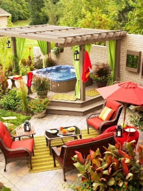 veranda mit Naturstein gestalten garten möbel rot auflagen