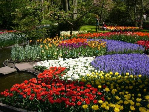 Bunte Gartengestaltung  Gartendeko teich stufen