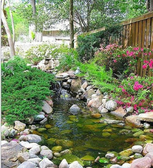 Coole Gartendekoration blumen steine wasser angenehm