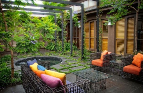 Coole Gartendekoration metall DIY gartenmöbel bunt kissen