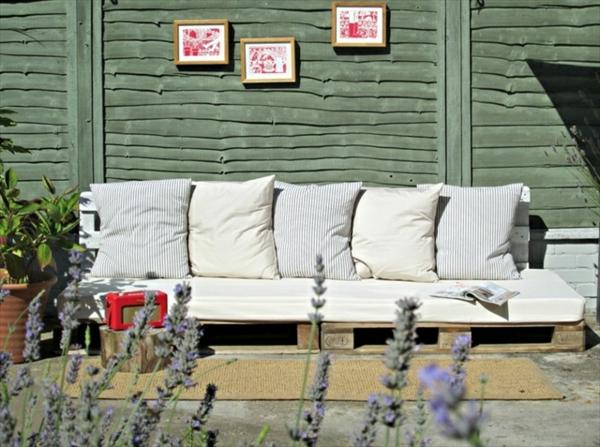 DIY Sofas aus Europaletten auflagen bequem kissen rückenlehne
