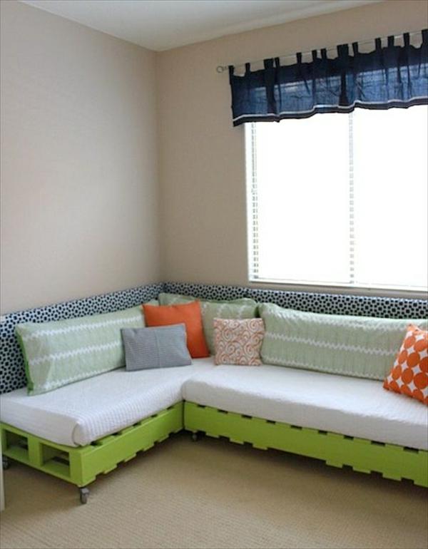DIY Sofas aus Europaletten auflagen bequem lebhafte farben