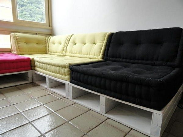 diy sofas aus europaletten auflagen bequem schwarz gelbjpg pictures. Black Bedroom Furniture Sets. Home Design Ideas