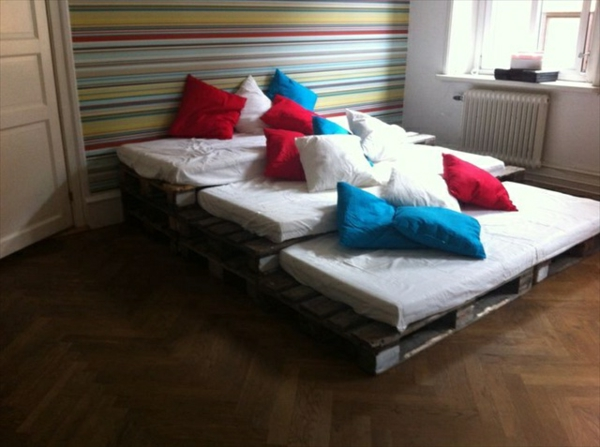Sofas aus Europaletten auflagen gestapelt sofas