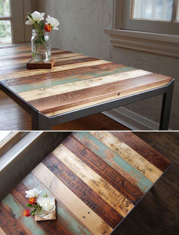 Tische aus Europaletten couchtisch kombiniert holzarten blumenvase