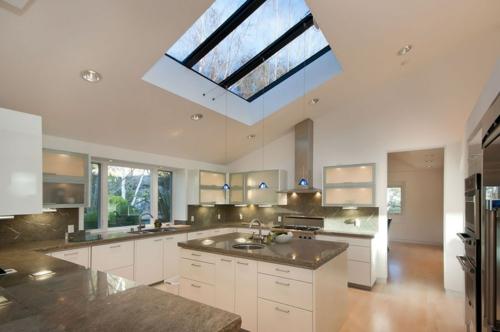 Dachfenster zu Hause küche arbeitsplatte küchenschrank
