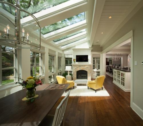 Dachfenster zu Hause kamin licht deckenbeleuchtung gelb polsterung sessel