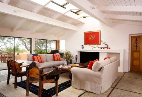 Dachfenster zu Hause wohnzimmer sofas kamin
