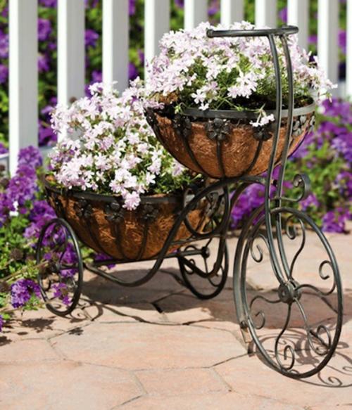 prächtigen Garten gestalten  weiß violett blüten