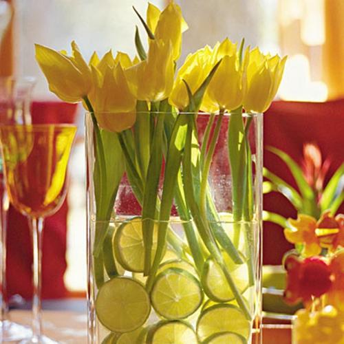 Frühlingsdeko zu Ostern basteln narzissen tulpen