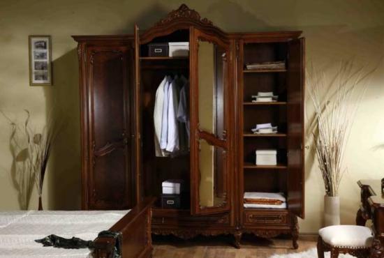 Garderobe  Schlafzimmer dunkel vertraulich ambiente