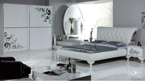 Kommode im Schlafzimmer silbern aussehen design bett seide