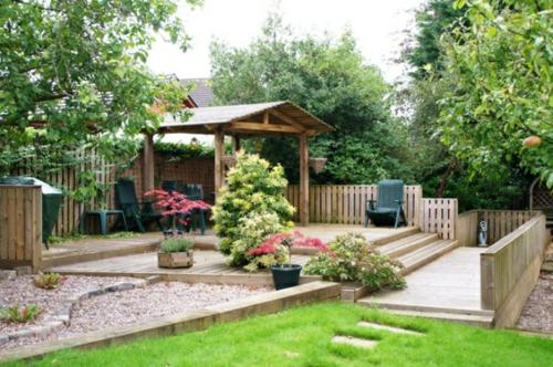 Garten und Landschaftsbau holz zaun gras fläche