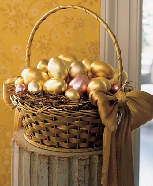 Goldene Ostereier basteln nest zweige korb