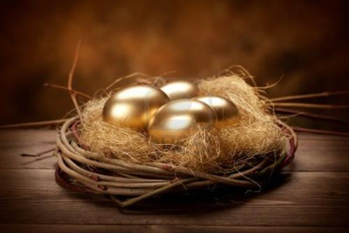 Goldene Ostereier basteln nest rustikal