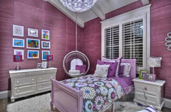 Schaukelstuhl im Schlafzimmer bettwäsche feminine blumenmuster