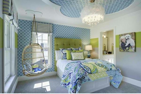 Hinreißender Schaukelstuhl im Schlafzimmer bettwäsche frisch hell