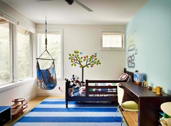 Hinreißender Schaukelstuhl im Schlafzimmer teppich streifen blau