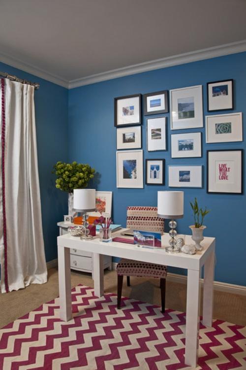 Home Office tisch sessel bequem blau wandgestaltung bilder blumen
