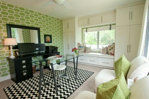 Home Office tisch sessel grün wandgestaltung teppich schwarz weiß