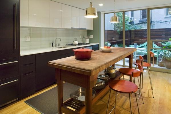 Kücheninsel gestalten holz sachlich arbeitsplatte hocker