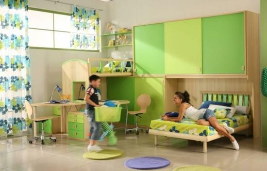 Kinderzimmer Kleiderschrank und Garderobe grüne