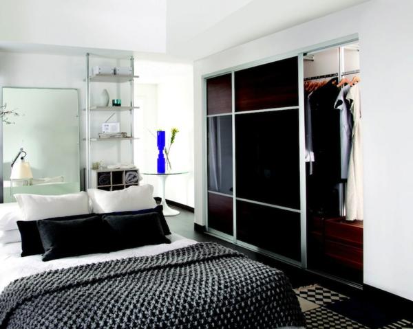 Kleiderschrank mit Schiebetüren dunkel glas schlafzimmer