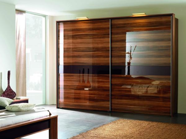 kleiderschrank mit schiebet ren originelle vorschl ge f r. Black Bedroom Furniture Sets. Home Design Ideas