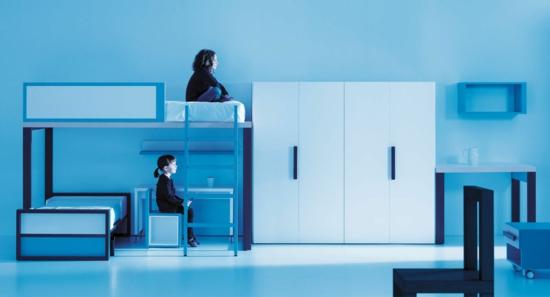 Kleiderschrank und Garderobe blau licht elegant ambiente