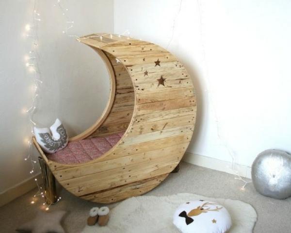 Möbel aus Europaletten basteln babybett krippe mond
