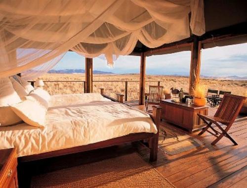 schöne Terrasse gestalten bett gardinene strand