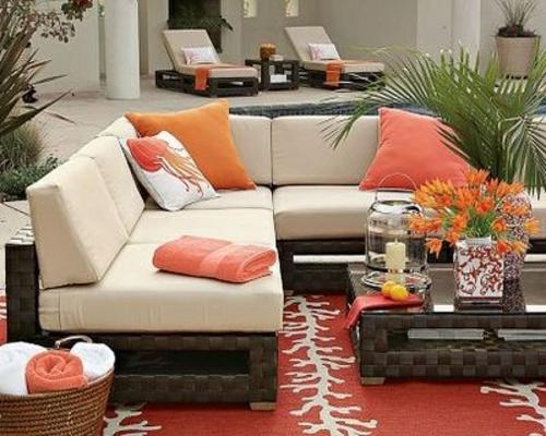 Terrasse gestalten wurfkissen sofa auflagen rattan