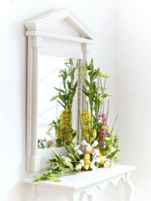 Osterdeko mit Frühlingsblumen spiegel toilettentisch