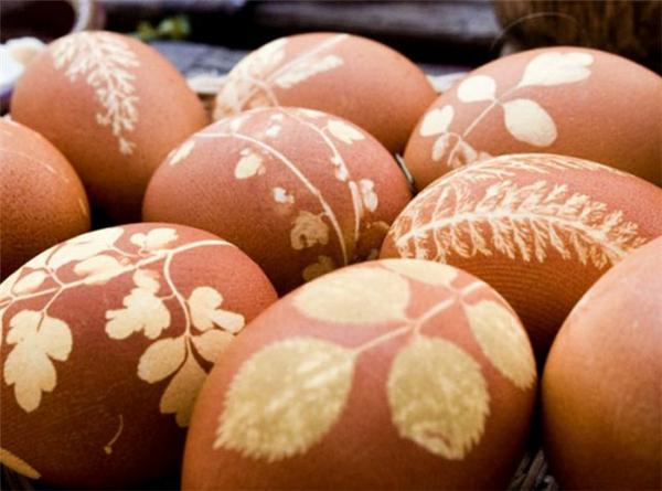 Ostern eier bemalen bunt blüten blätter cool