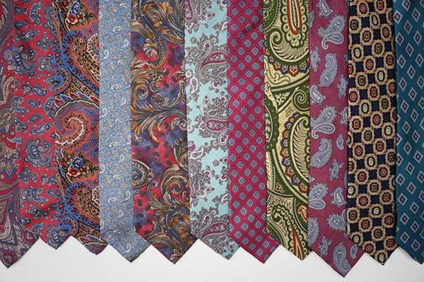 Ostereier bemalen bunt krawatten muster bunt