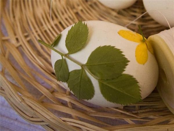 Ostern eier bemalen bunt pflanzen blüten muster