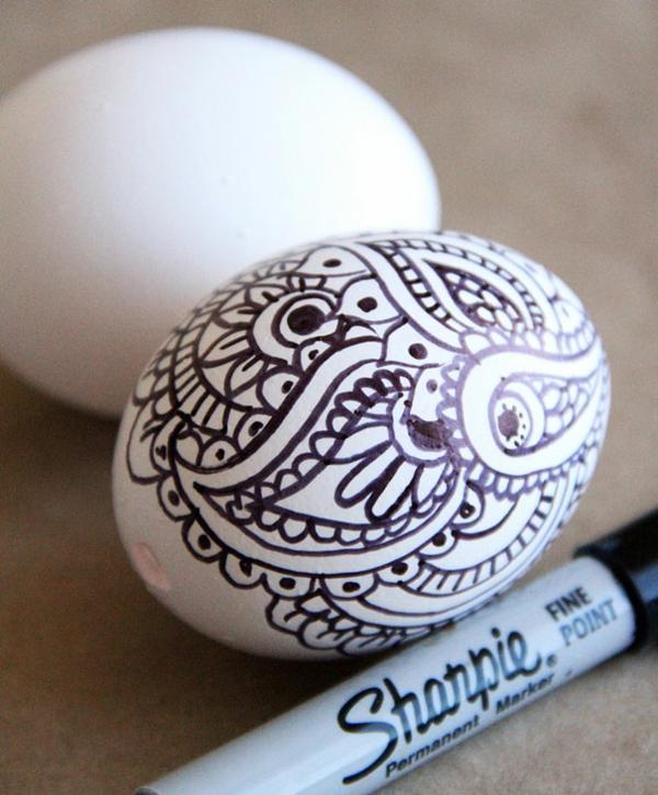 Ostereier bemalen schwarz weiß muster zeichnen
