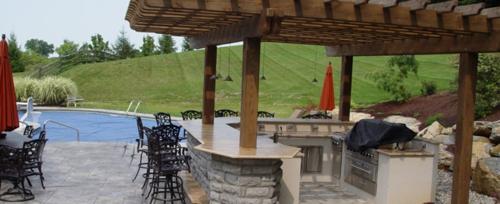 Outdoor Küche im Außenbereich edelstahl bodenbelag grasfläche
