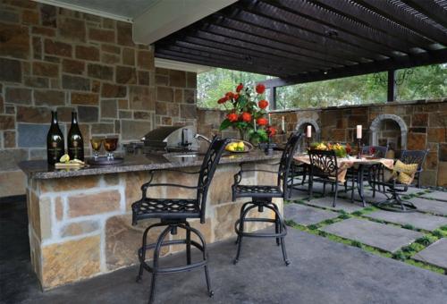 Outdoor Küche im Außenbereich metall stühle esstisch