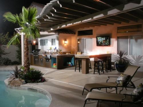 Outdoor Küche im Außenbereich pool liegen metall