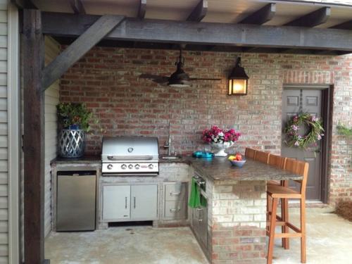 Sommerküche Outdoor : Outdoor küche mit grill ausgestattet