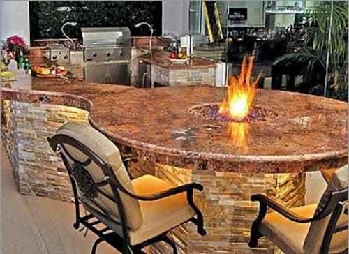 gartenKüche mit Grill feuerstelle marmor oberflächen