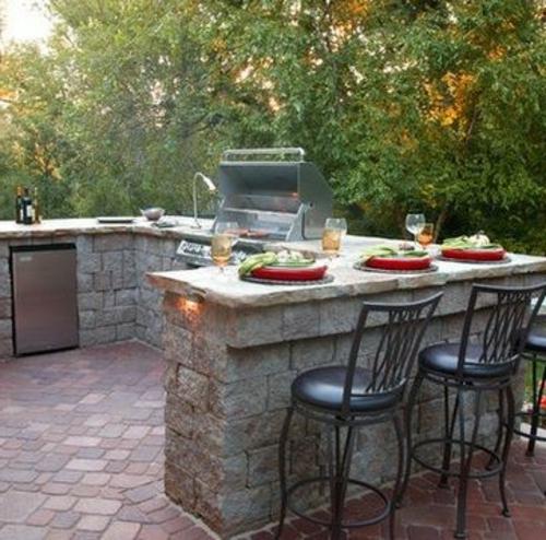 Outdoor Küche mit Grill naturstein