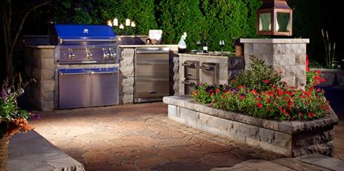 garten Küche mit Grill rote blumen grün barbecue